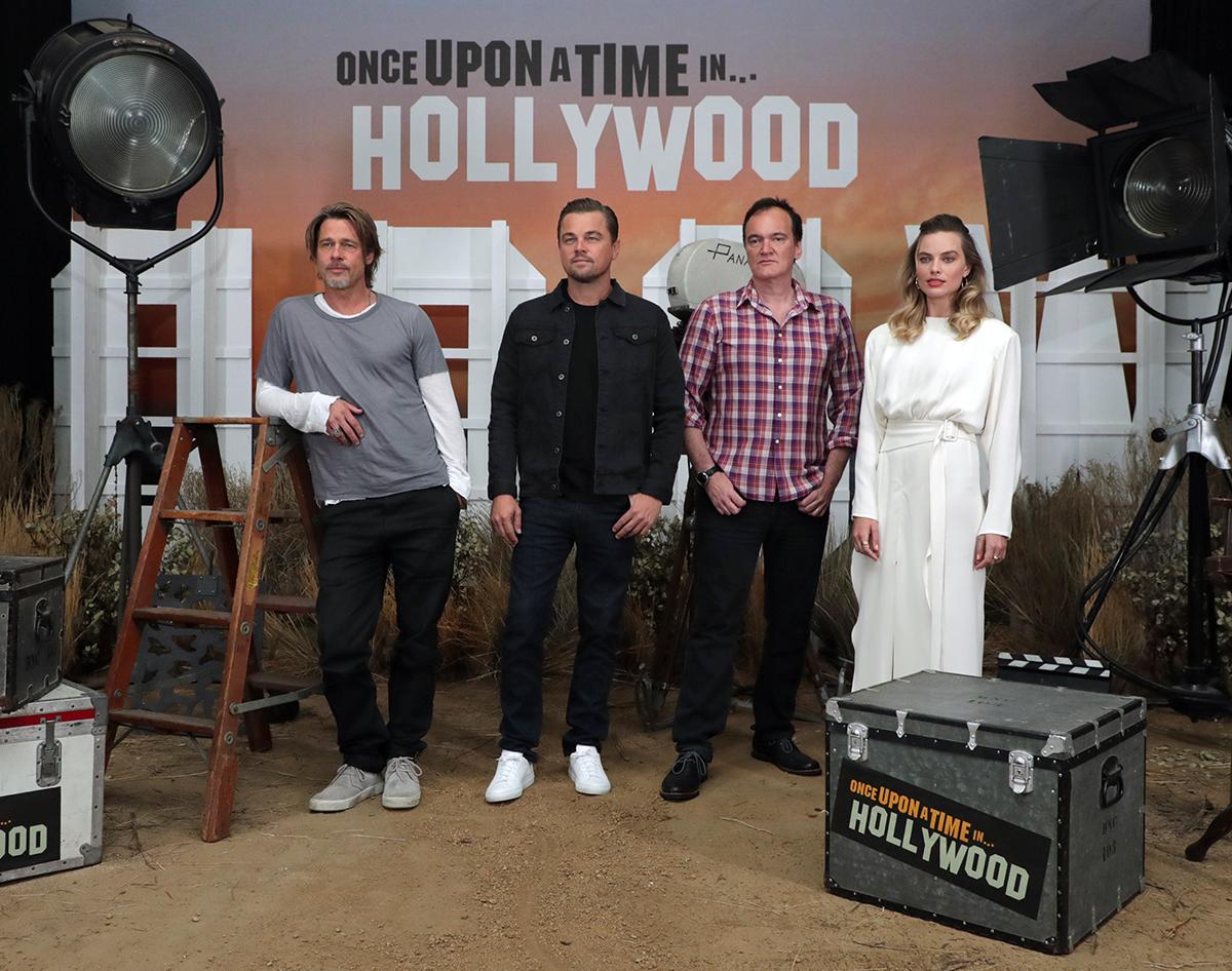Quentin Tarantino con el reparto de Érase una vez Hollywood